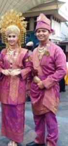 34 Pakaian Adat Tradisional Indonesia dan Penjelasannya ...