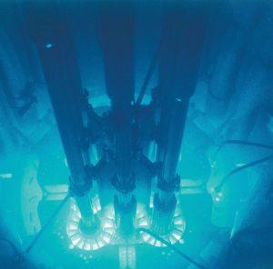 cahaya dalam reaktor nuklir